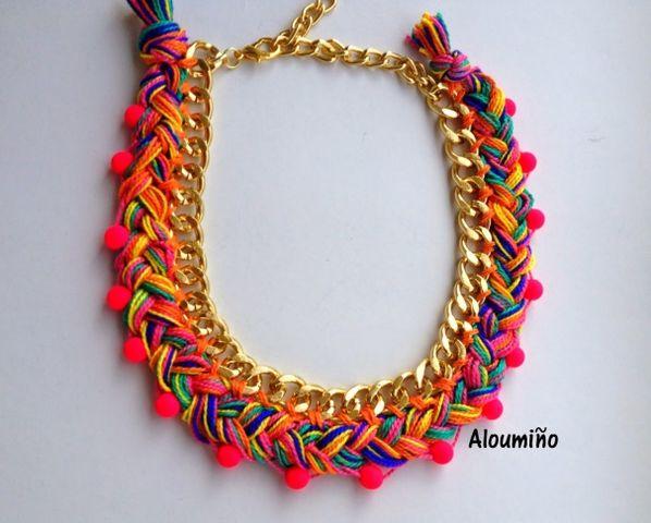 ee31acf1f6eb Hermoso collar de cadena gruesa con hilos gruesos y cintas para hacer un  diseño de trenza